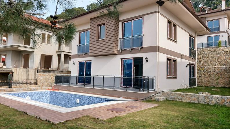 New 4 Bedroom Villa