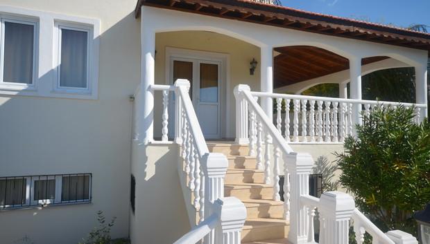 Steps between Villa and Pool