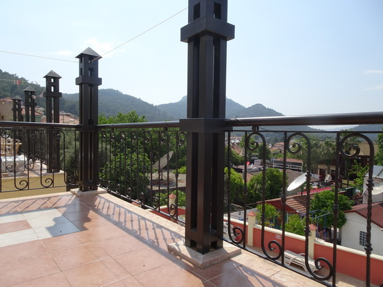 11c. balcony left_resize