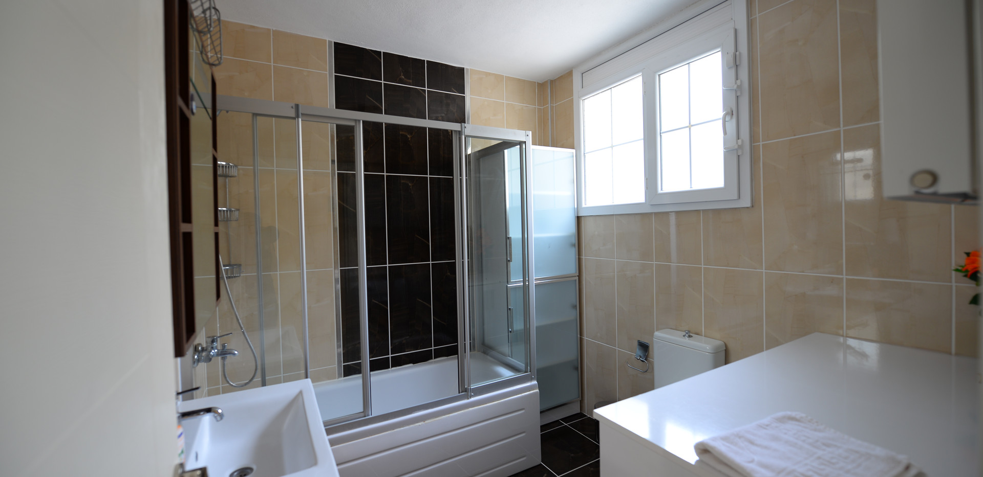15. bathroom.JPG