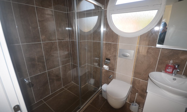 11a. ensuite two_resize.JPG