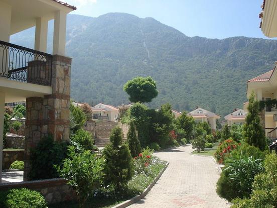 5a. beautiful gardens_resize