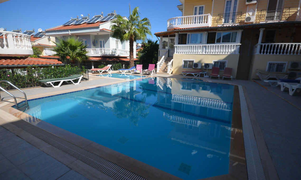 Upper Pool with Kids Splash Pool