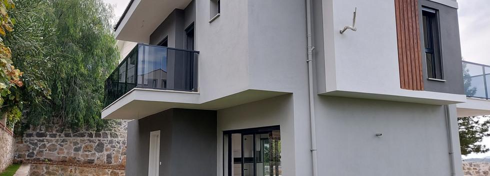 Rear Aspect/Entrance Door