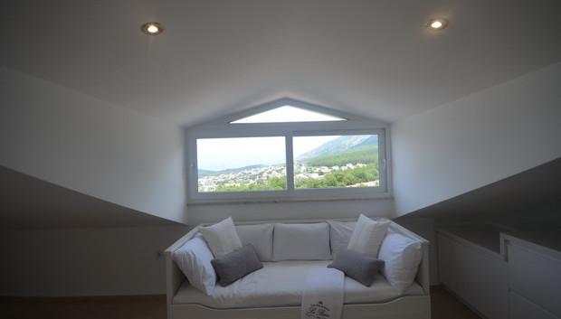 20a.. fifth bedroom top floor_resize.JPG