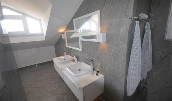 20a...penthouse bathroom.jpg
