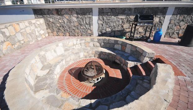 29. lower garden fire pit_resize.JPG