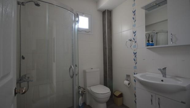 18. bathroom two_resize.JPG
