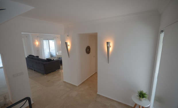 Entrance Hallway with WC Cloakroom off