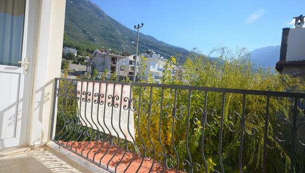 Shared Balcony, BR2 & BR3