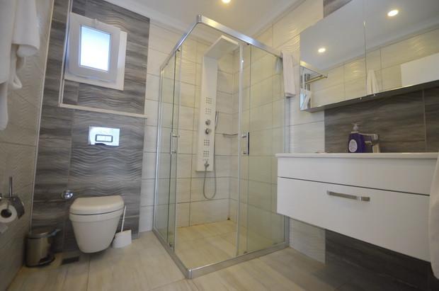 En-Suite Bathroom (Master Bedroom)