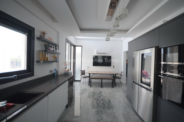 9. Kitchen comes Fully Equipped