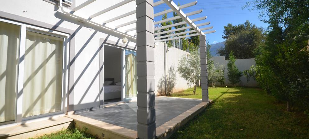 15a. access to private garden.JPG