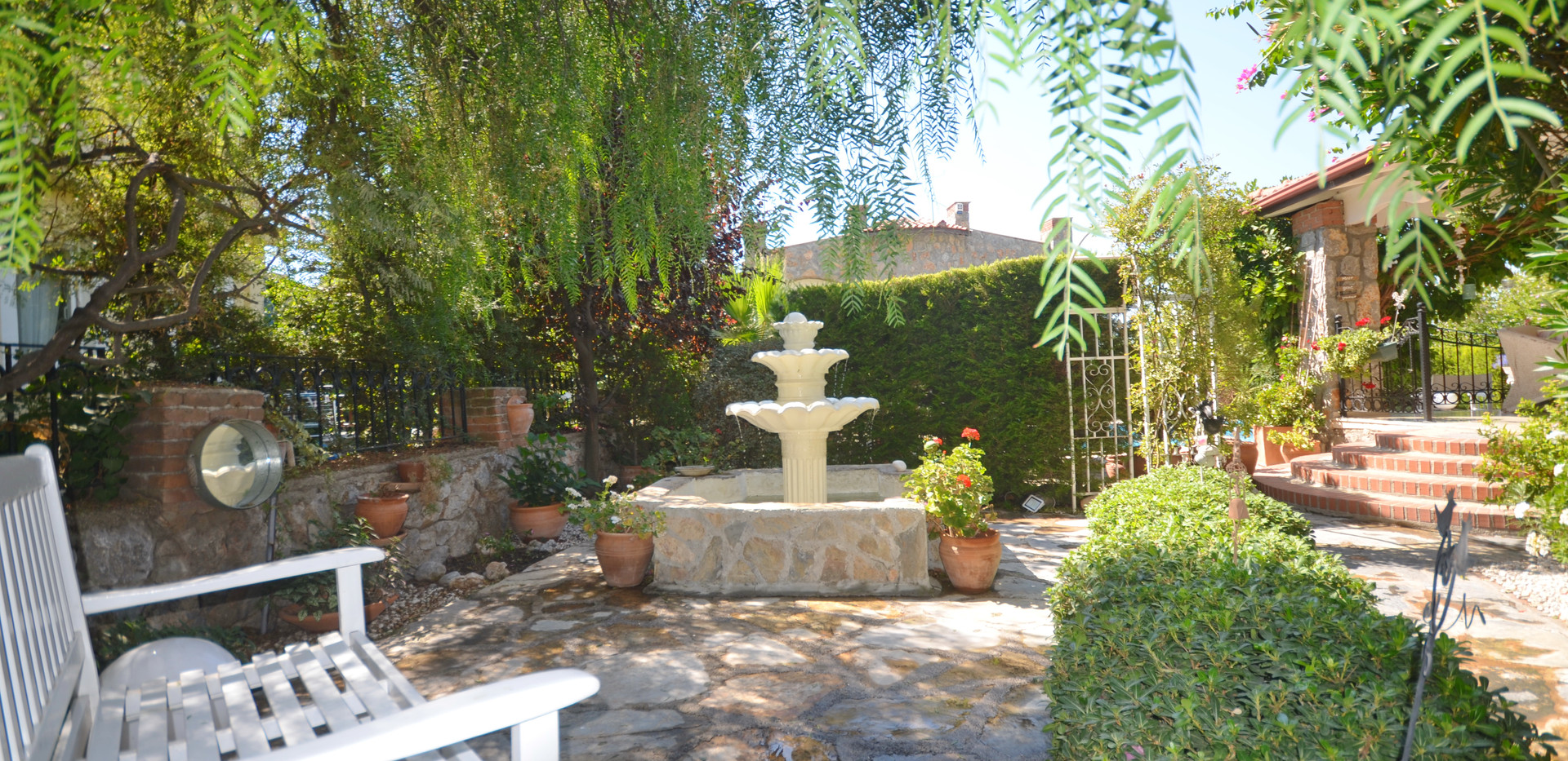 Water Features/Landscaped Gardens