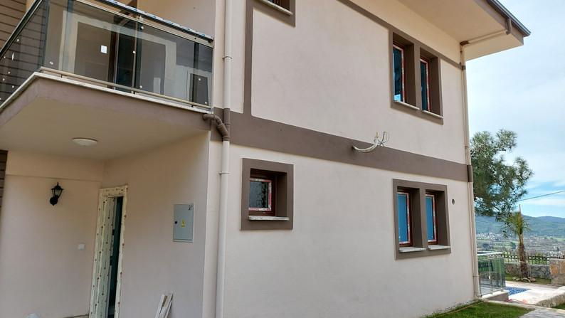 Rear balcony above entrance door