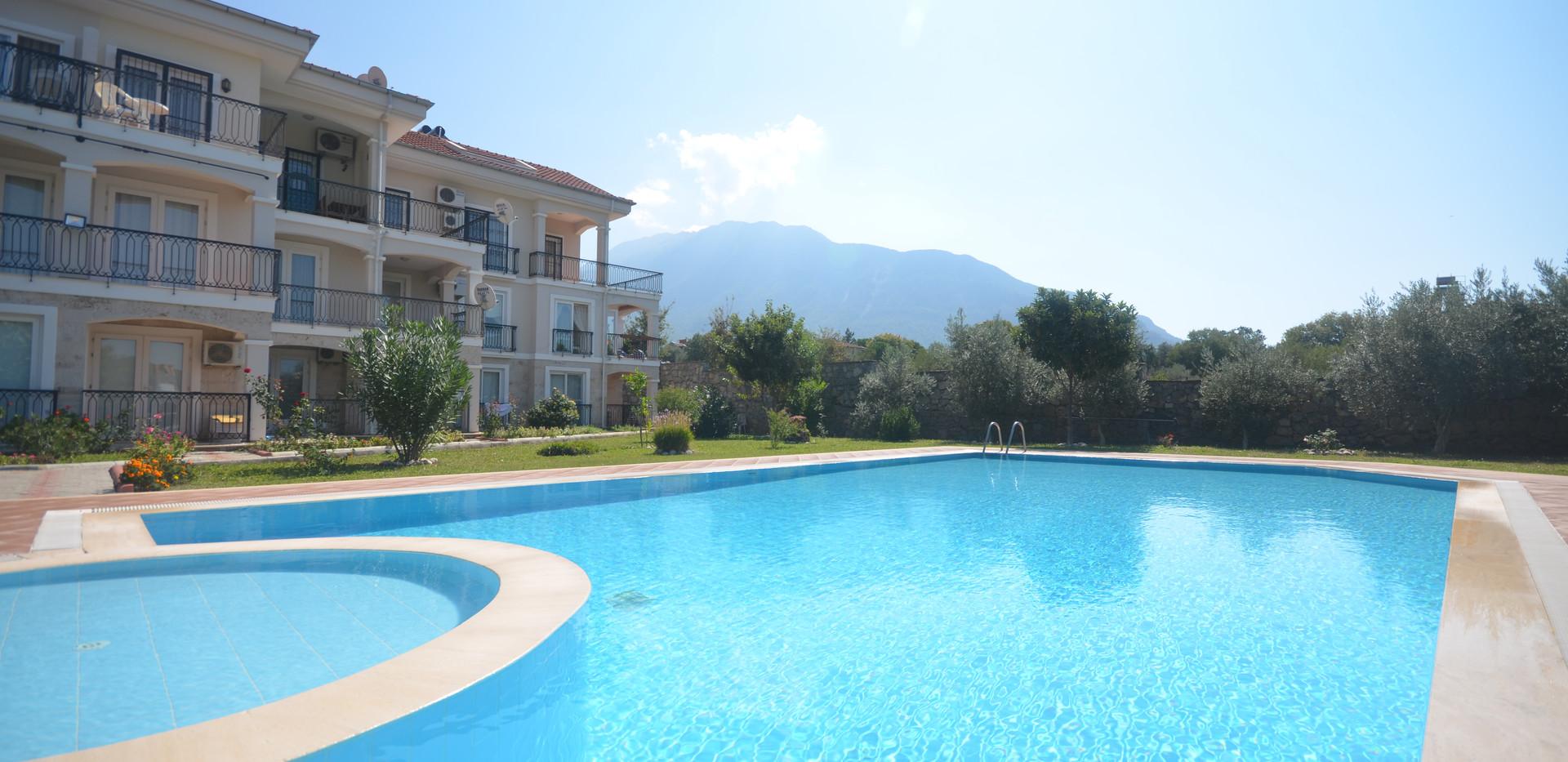 Pool & Aparts