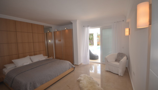 11. GF bedroom with ensuite_resize.JPG