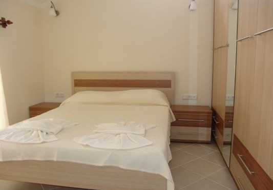 12a. example double bedroom.JPG