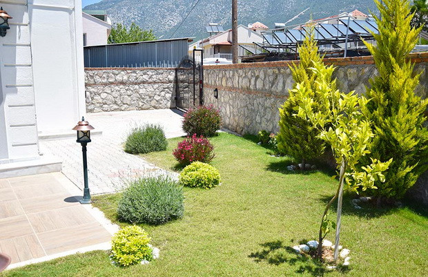 Side Gardens, Gated Driveway