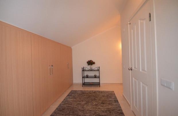 12a. upper hallway_resize