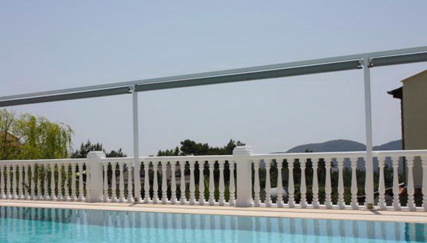 Privacy screening to pool