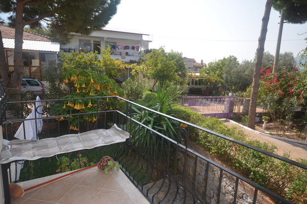 Lounge Balcony to Side Aspect