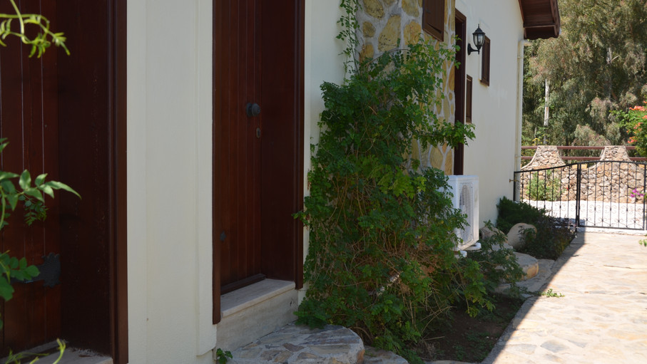 3 Separate Private Entrances to Bedrooms