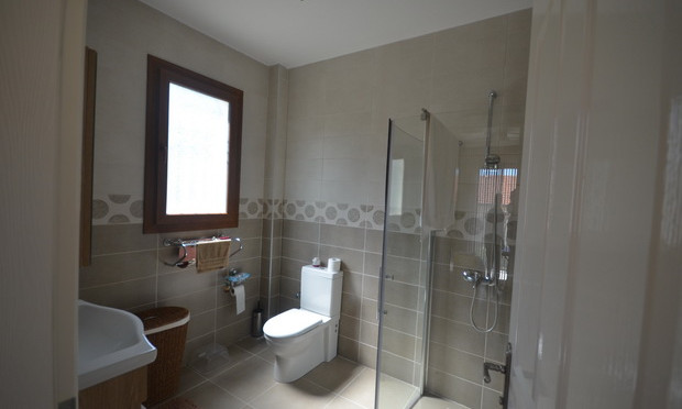 17a. ensuite two_resize.JPG