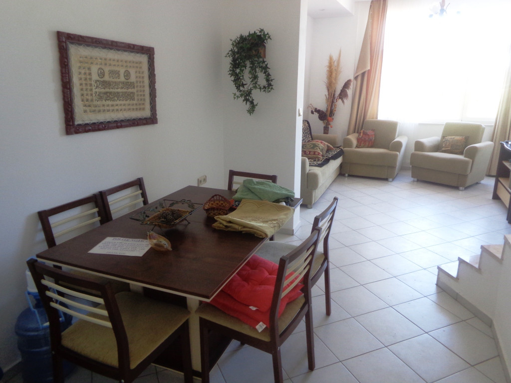 Dining Area to Lounge