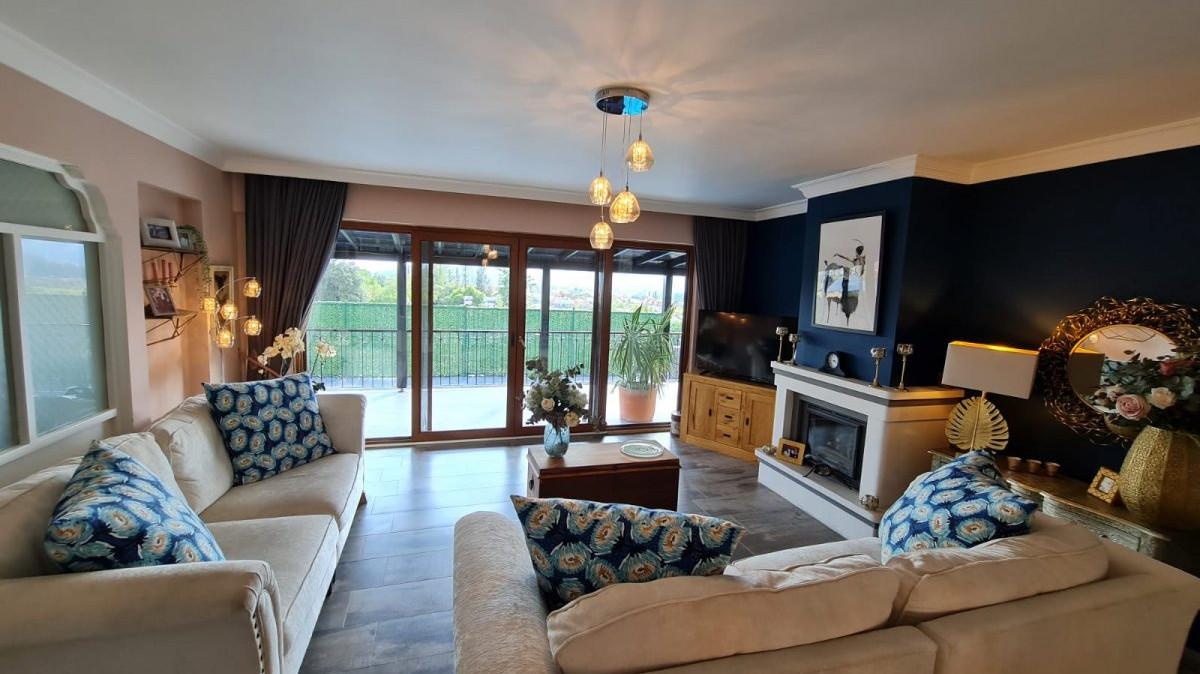 lounge 5.jpeg
