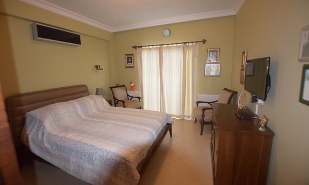 7. bedroom one on upper floor_resize.JPG