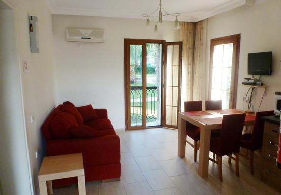 4. lounge (2)_resize.jpg