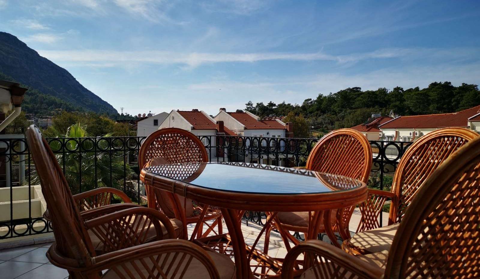 Lounge Dining Balcony