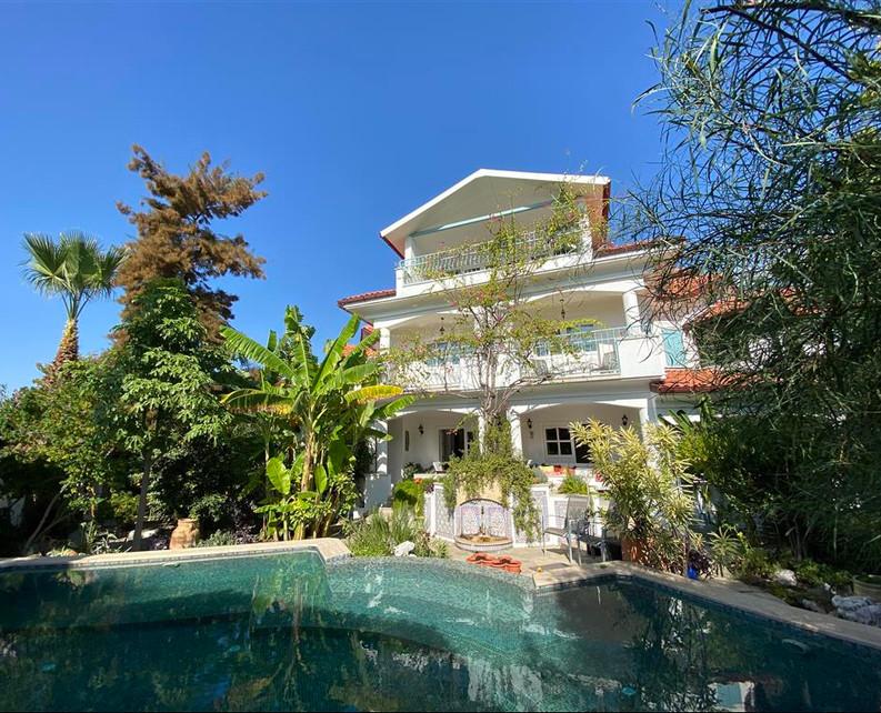 Luxury 7 Bed Villa