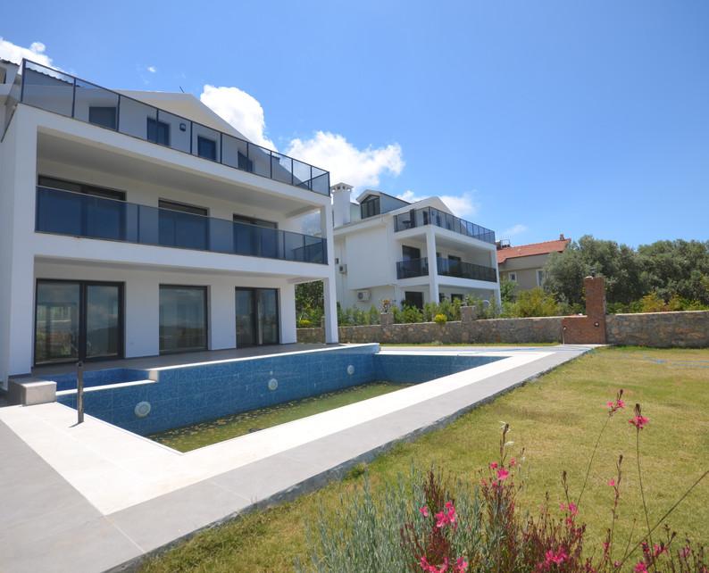 Spacious Triplex Villa