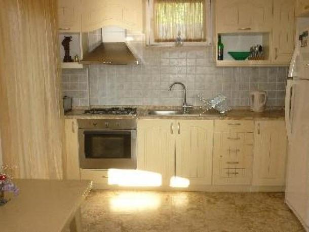 5. kitchen.jpg