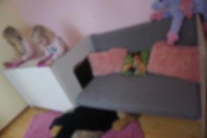 Couch und Spielhöhle die perfekte Kombination fürs Kinderzimmer