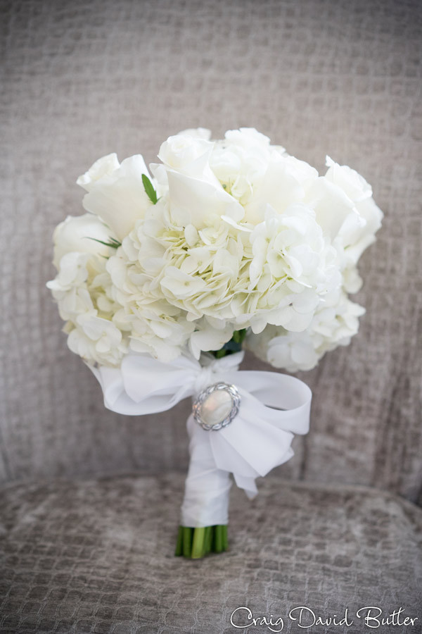 simply beautiful white brides bouquet