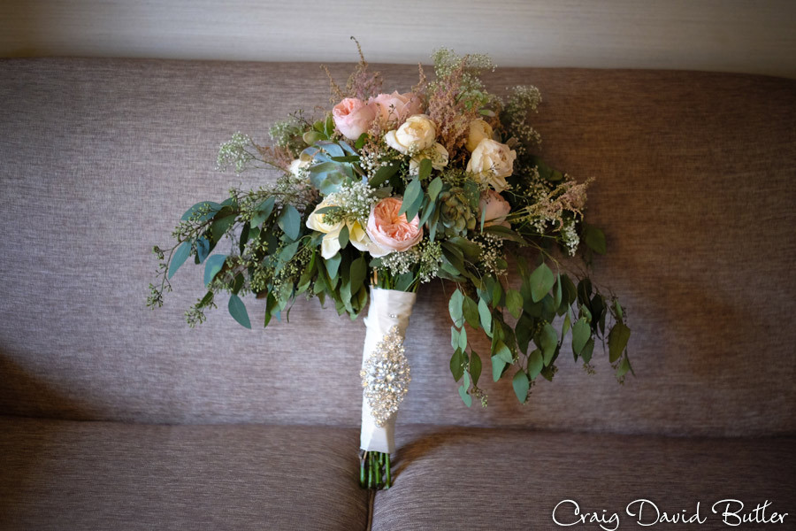 Free and whimsical brides bouquet