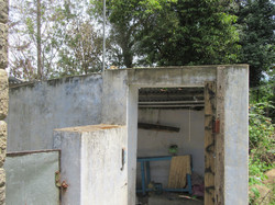 Lara House toilet & bath area (7)