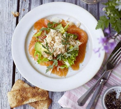 Smoked salmon salad with crab dressing
