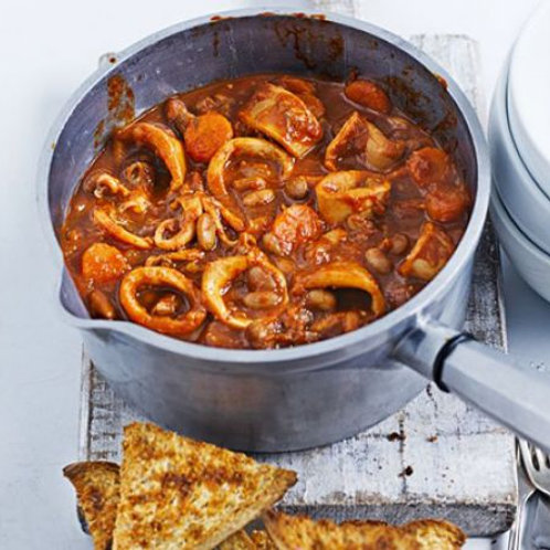 Squid & pinto bean stew with garlic toasts