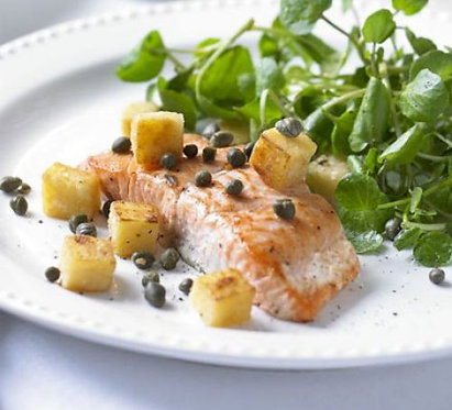 Pan-fried salmon with watercress, polenta croutons & capers