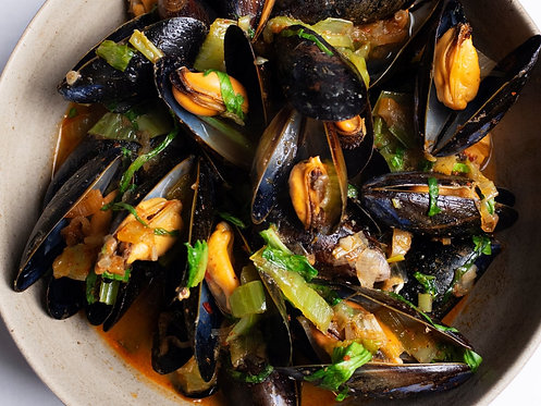 Mussels with pak choi and chilli