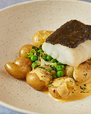 Seaweed butter-baked cod with pea and le