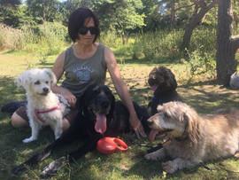 Belmira avec Kika, Fido, Bijou et Didi