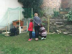 La famille accueille les nouveaux colocs