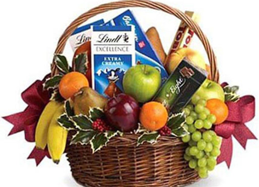 DELUXE ASSORTED FRUITS AND CHOCKS HAMPER