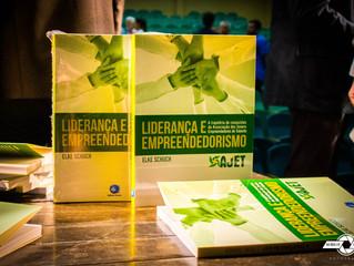 ACIT prestigia lançamento do livro da AJET