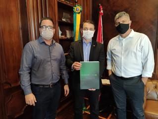 Presidente e diretor da ACIT são recebidos pelo governador na capital